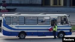 بس مسافربری که در آن حدود ۱۳ تن از سوی یک مرد گروگان گرفته شده بودند.