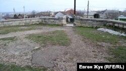 Так сейчас выглядит территория вокруг памятника Третьему бастиону
