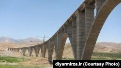 کوریدور شمال-جنوب قرار است بندر عباس را به شهر مرزی آستارا در آذربایجان و از آنجا به روسیه و بندر پوتی در گرجستان وصل کند