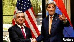 Austria - U.S. Secretary of State John Kerry (R) gestures next to Armenia's President Serzh Sargsyan during a bilateral meeting in Vienna, Austria, May 16, 2016