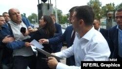 Журналіст Сергій Андрушко намагався напряму поставити запитання Володимиру Зеленському, проте речниця президента фізично йому завадила це зробити