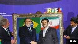 Iranian President Mahmud Ahmadinejad (right) and his Brazilian counterpart, Luiz Inacio Lula da Silva, in Tehran on May 16