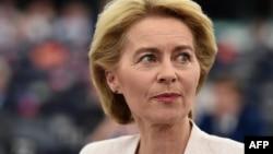 """Ursula von der Leyen, Nemica rođena u Briselu, majka sedmoro dece i, kako je poznanici nazivaju, """"mini-Merkel"""", je prva žena koja će voditi najvažniju evropsku instituciju."""