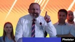 Armenia - Prime Minister Nikol Pashinian speaks at a campaign rally in Armavir, June 7, 2021.