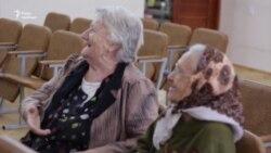 Як волонтери допомагають літнім людям відчути себе молодими – відео