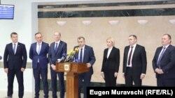 Premierul Ion Chicu și restul delegației, la întoarcerea dintr-o vizită de o zi la Moscova. Chișinău, 20 noiembrie 2019