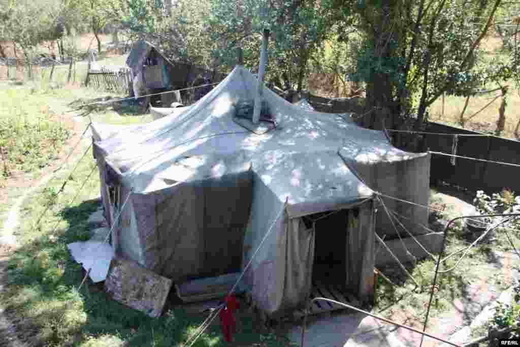 Палатка в селе Сарабуки