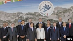 A group photo of the G5 and G8 leaders at the G8 Summit in L'Aquila