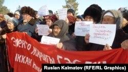 Токтогулда электр тарифинин кымбатташына каршы өткөн митинг. 2-февраль, 2015-жыл.