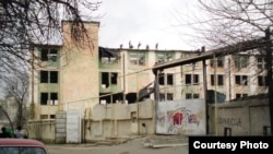 "Uzbekistan - ""Urtak"" confectionary in Tashkent being demolished, courtesy photo of Ilgizar Munosibov, 20Feb2011"