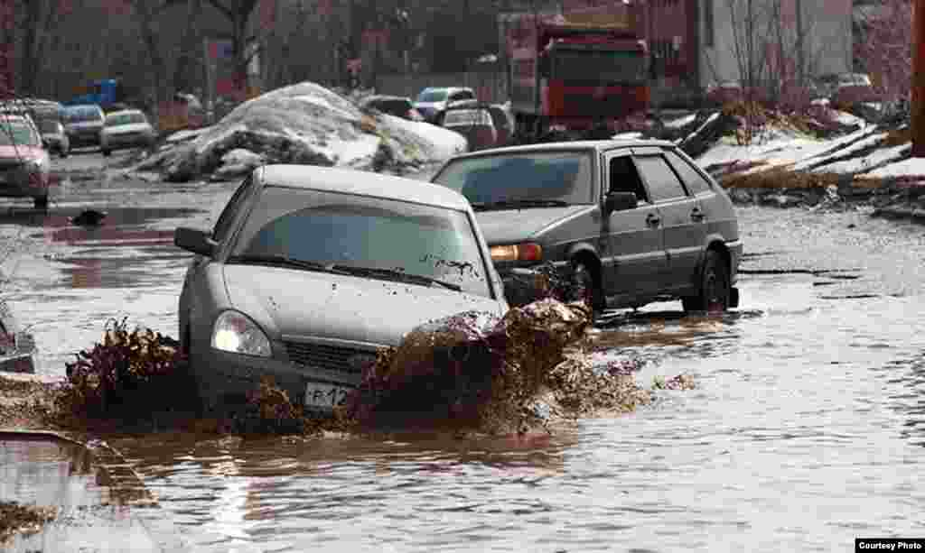 Tatarstan -- Spring flooding at Adel Kutuy street of Kazan, 05Apr2013