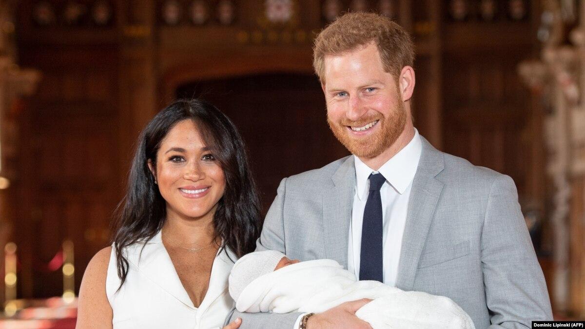 Британская королева созывает совещание через решение принца Гарри отказаться от привилегий – СМИ