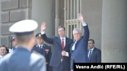 Nikolić ustupa Vučiću funkciju predsednika