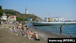 Крым, пляж Алушты