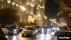 Bakı şəhər İcra Hakimiyyətinin qarşısı.