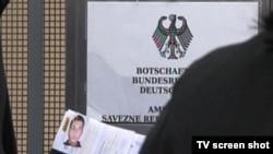 Čekanje u redovima za šengensku vizu ispred Ambasade Njemačke u Sarajevu.
