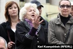 """Участники митинга """"Несогласных"""". Алматы, 28 апреля 2012 года."""
