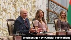 Аляксандар Лукашэнка на сустрэчы з актывам БРСМ, ілюстрацыйнае фота