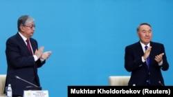 Касым-Жомарт Токаев и Нурсултан Назарбаев на съезде партии «Нур Отан», выдвинувшем Токаева кандидатом в президенты. Нур-Султан, 23 апреля 2019 года.