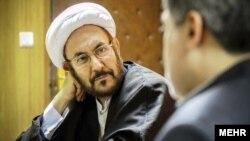 آقای یونسی گفته است که لجاجل در پرونده زهرا کاظمی، هزینههای زیادی را به جمهوری اسلامی تحمیل کرده است.