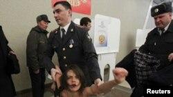 Задержанная активистка FEMEN