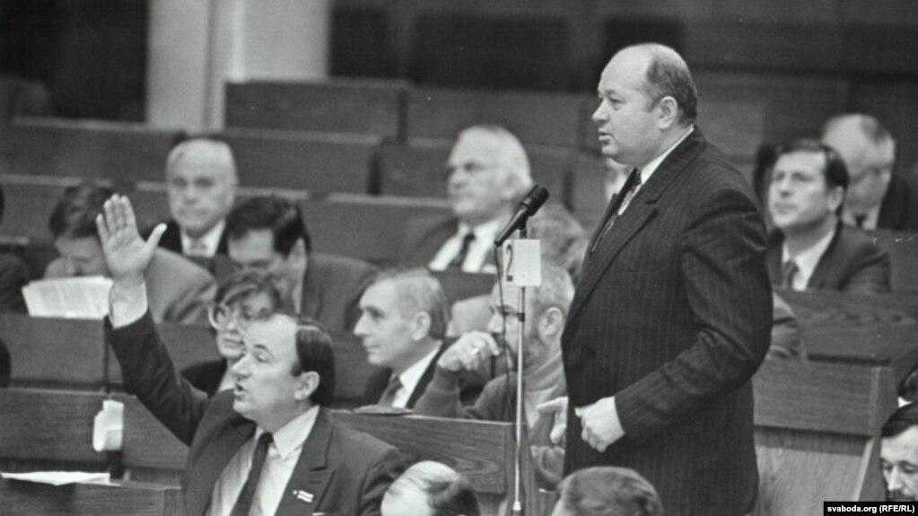 Генадзь Карпенка ў часе сэсіі Вярхоўнага Савета 12-га скліканьня