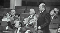 Каля мікрафона № 2 дэпутат Генадзь Карпенка