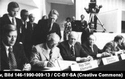 Cancelarul Helmut Schmidt la semnarea Acordurilor de la Helsinki