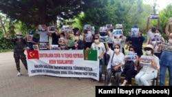 Türkiýede türkmen raýatlary protest geçirýär (arhiw suraty)