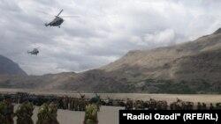 چین او تاجکستان افغان پولې ته نږدې پوځي عملیات پيل کړي.