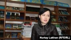 Библиотекарь в селе Байтерек Адиша Кегенбаева. Алматинская область, 24 октября 2018 года.