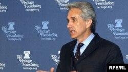 Президент Радио Свободная Европа/Радио Свобода Джеффри Гедмин выступает с речью о роли Радио Свободная Европа/Радио Свобода в Элисон Аудиториум Фонда Heritage. Вашингтон, апрель 2008