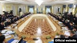 На расширенном заседании правительства в Астане.