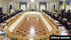 Қазақстан үкімет мүшелерінің жиыны. Астана, 18 қараша 2015 жыл. (Көрнекі сурет)