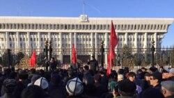 "Gyrgyz protestçileri ""Ata Meken"" partiýasynyň lideri Tekebaýewiň boşadylmagyny talap edýärler"