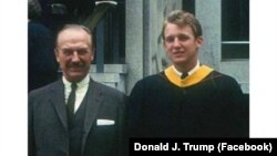Donald Trump sa ocem Fredom Trumpom, nakon diplomiranja 1968.