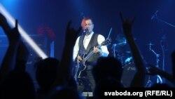 Лявон Вольскі падчас прэзэнтацыі альбому «Гравітацыя» у Менску, 2 сакавіка 2019 году