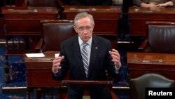 АҚШ сенатындағы демократтар жетекшісі Гарри Рид бюджет жобасына қатысты келісім жасалғанын хабарлап тұр. Вашинтон, 16 қазан 2013 жыл.