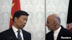 کابل: د چین مرستیال ولسمشر لي یونچاو او افغان ولسمشر د خپلمنځي پوهاوي تړون لاسلیکولو مهال.