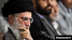 علی خامنهای با اقتفای به جلال آل احمد که غربزدگی را در سال ۴۱ و ۴۲ طرح کرد، گرایش غربزدگی از نوع تقی زادهها را رد میکند.