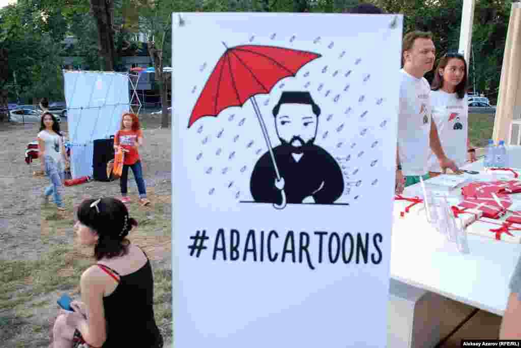 Во время фестиваля незримо присутствовал классик казахскойлитературы Абай. Посетителям предлагали купить набор иллюстрированныхоткрыток с изречениями Абая из «Слов назидания», переведенными наанглийский язык.