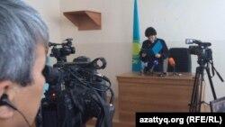Судья Зинаида Шмирова оглашает приговор по делу шалкарцев, обвиняемых в «терроризме». Актобе, 11 августа 2016 года.