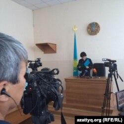 Судья Зинаида Шмирова үкімді оқып тұр. Ақтөбе, 11 тамыз 2016 жыл.