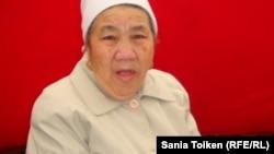 Зауреш Откелова, мать осужденного по делу Жанаозена Шабдала Откелова. Аул Тенге, 9 декабря 2012 года.