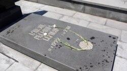 Հայտնաբերվել է Ապրիլյան պատերազմի զոհերի շիրմաքարերի վրա մոմ թափած կինը
