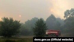 Пожежники гасять вогонь у Чорнобильській зоні, 6 червня 2018 року