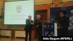 Gradonačelnik Sarajeva, Ivo Komšić, i Fausto Pocar, bivši predsjednik Haškog tribunala, prilikom potpisivanja memoranduma