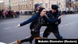Задержание участника митинга оппозиции 28 января