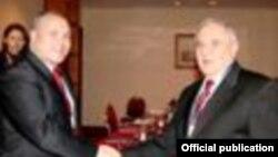 Турскиот и македонскиот министер за одбрана, Веџди Ѓонул и Зоран Коњановски