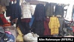 لباسهای دست دوم برای فروش در بازار لیلامی فروشی شهر شبرغان